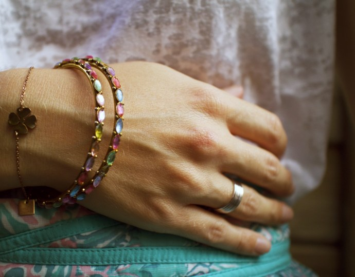 jewelry_bijoux_agatha_semainier_sanrio_watch_Jupe_skirt_naf_naf_tshirt_h&m_hm_burnout_shirt_effected