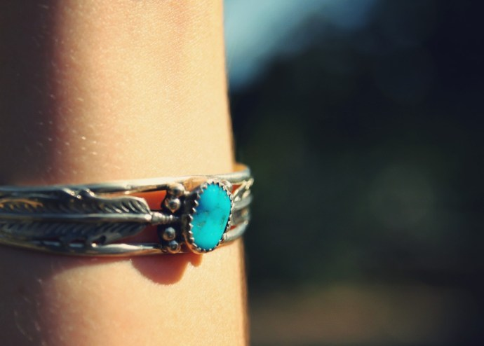 turquoise_bracelet_silver_semi_precious_stone_feather_effected