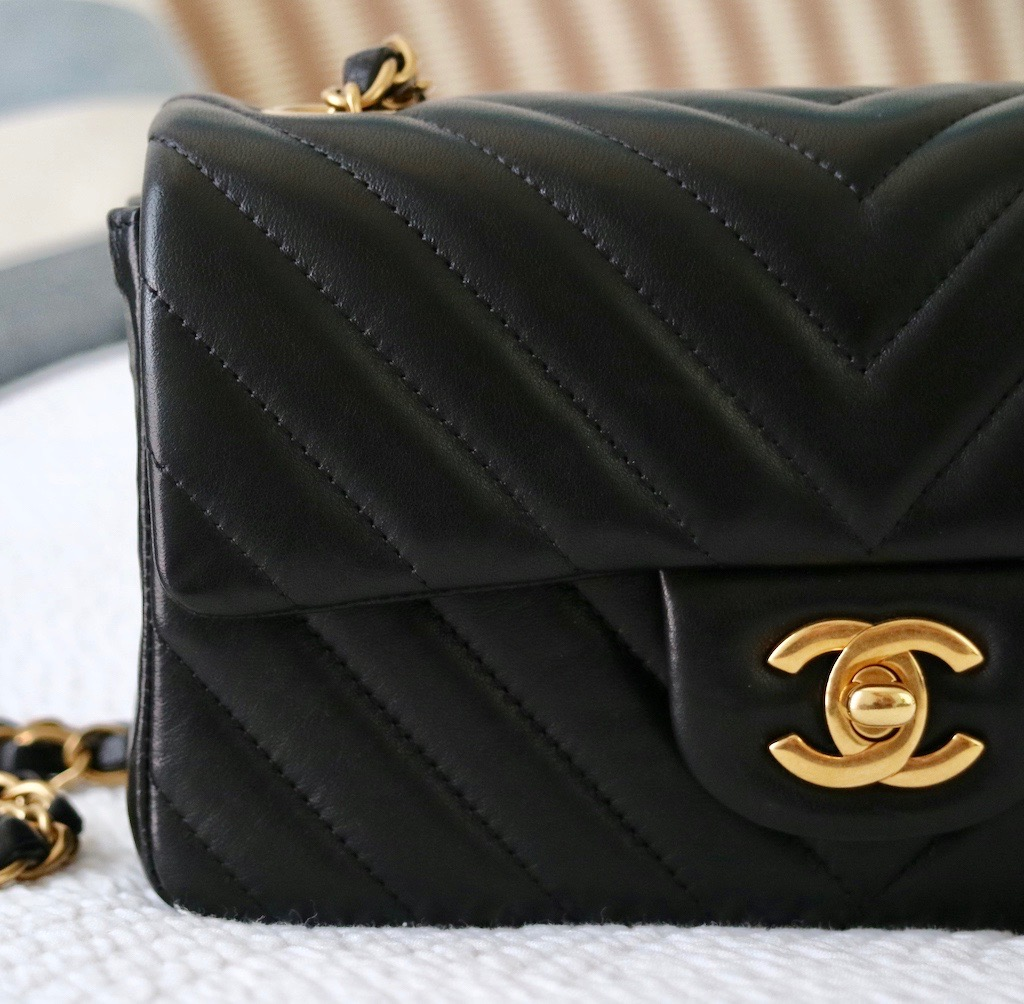 498e1fcf55f0 CHANEL Mini Flap Bag   My Honest Review ! – Bowsome blog
