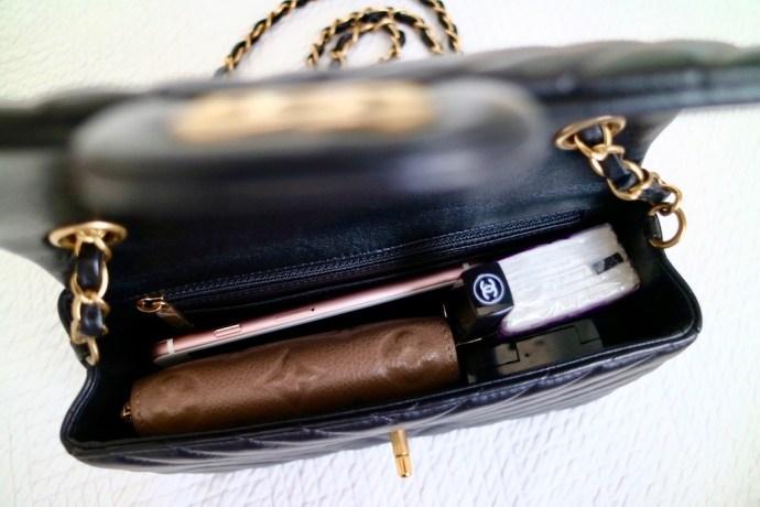 Interieur contenance Sac Chanel Mini Classique