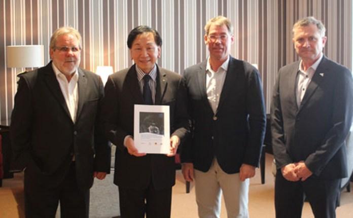 Jürgen Kyas begrüßt AIBA Präsident Dr. Wu