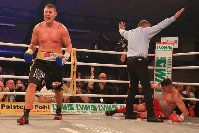 Tom Schwarz sieht in Runde 7 durch KO
