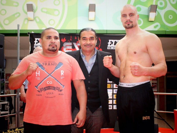 Saul Farah vs. Adrian Granat / Foto: EC Boxing