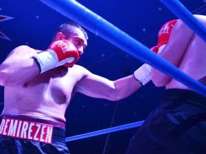 Ali Eren Demirezen vs. Alexandar Todorovic / Foto: EC Boxing