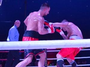 "Elvis ""Hitman Hart"" Hetemi vs. Steve Krökel / Foto: EC Boxing"