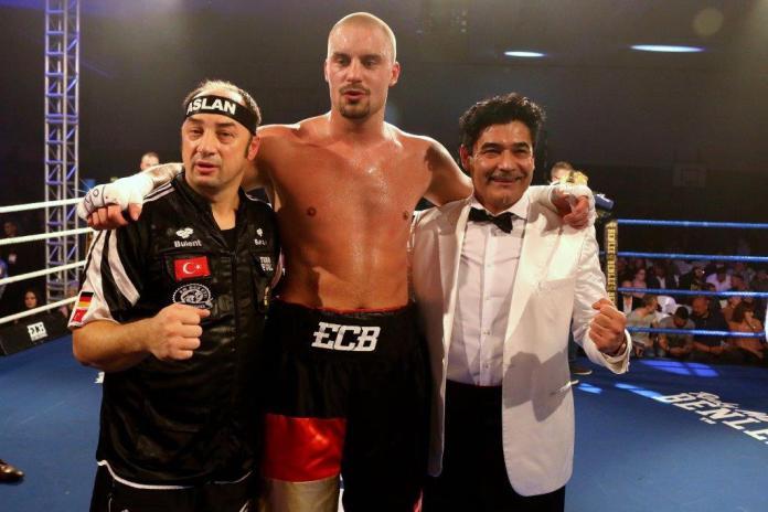 Bülent Başer, Adrian Granat und Erol Ceylan / Foto: EC Boxing