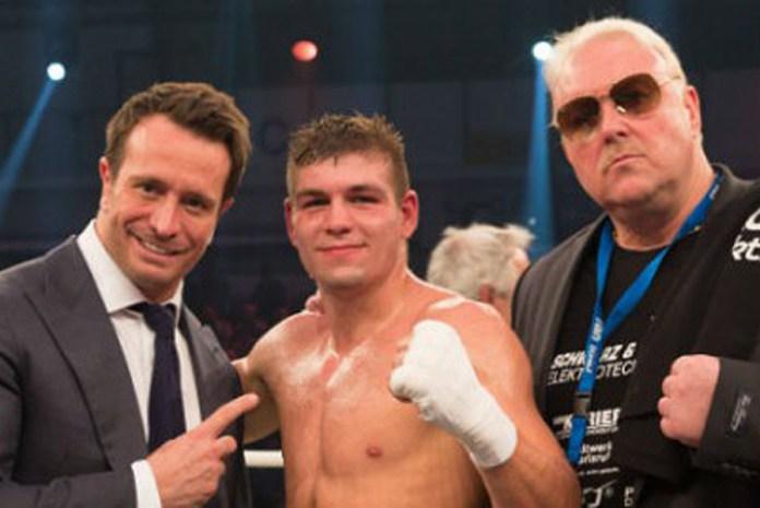 Team Sauerland verlängert den Promotervertrag mit dem jungen Karlsruher Boxer Vincent Feigenbutz. Zusammen mit Kalle Sauerland will Manager Rainer Gottwald den IBF Inter-Continental Super-Mittelgewichts Champion ganz nach oben führen . Ziel ist, in naher Zukunft, ein erneuter Kampf um die Weltmeisterschaft.