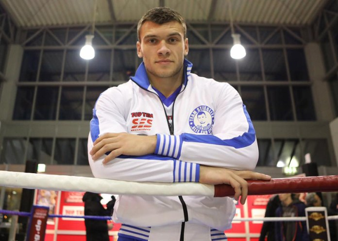 Im Kampf zweier noch ungeschlagenen Cruisergewichler stehen sich am 3. Februar in der Erdgas Sportarena in Halle der SES Boxer Jurgen Uldedaj und der Tscheche Jakub Synek gegenüber.