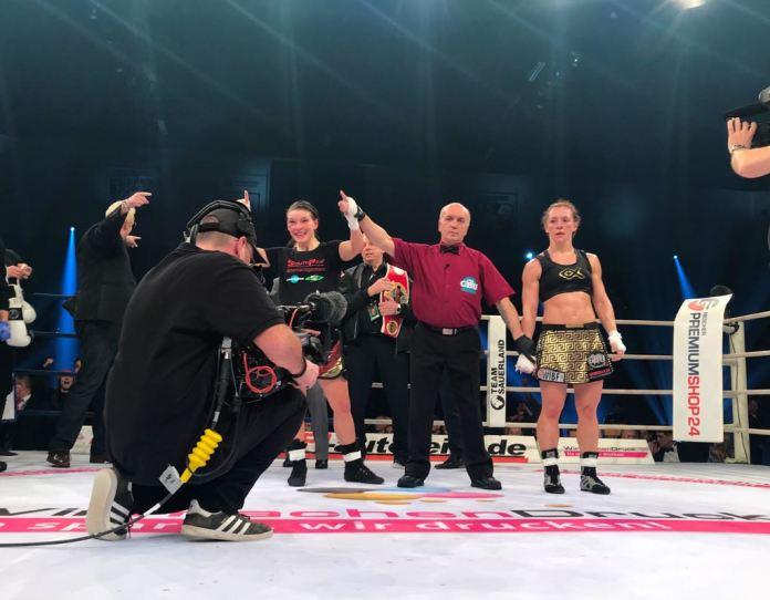 Der viel zu klare und eindeutige Punktsieg der Heim-Boxerin ........ entsprach sicher nicht dem Kampfverlauf, den auch die Zuschauer viel knapper gesehen hatten