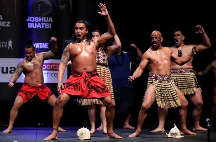 Tanz der neuseeländischen Ureinwohner die Parker immer zu seinen Kämpfen begleiten