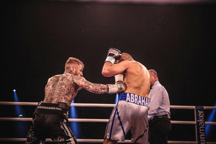 Abraham vs Nielsen 1