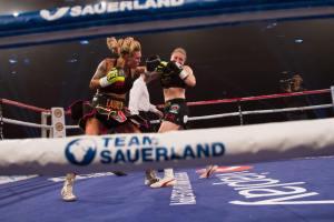 Mikaela Lauren im Kampf gegen Verena Kaiser / Foto: Team Sauerland