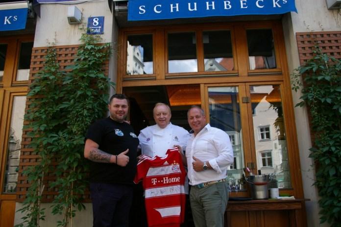 FCB Trikot - v.l. Alexander Petkovic, Alfons Schuhbeck und Alfred Kirr