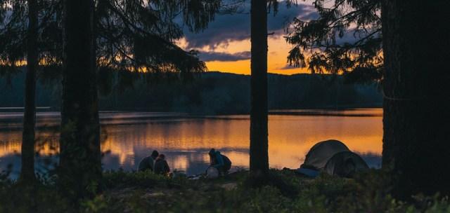 Friluftskurs med vandring och övernattning i tält Image