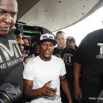 Boxers arrive Photo by Gene Blevins/Hogan Photos