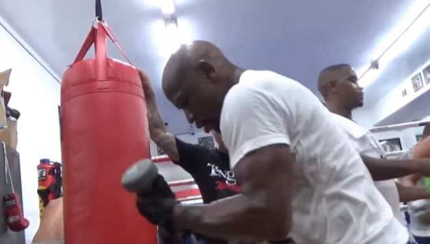 Mayweather Appears