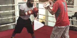 Adrien Broner Shows Off Speed Ahead Of Pacquiao Fight