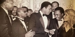 Sugar Ray Leonard reacts to a classic photo with Muhammad Ali