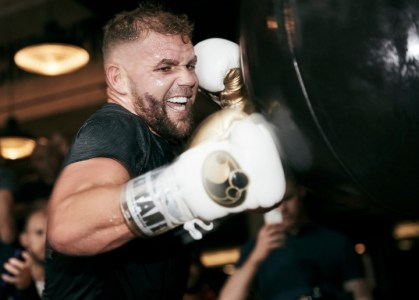 Saunders On Canelo: F--- The Money, F--- Everything - I'm Here To Win! -  Boxing News