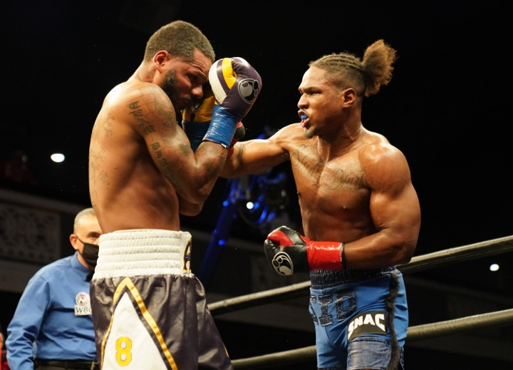 dirrell-davis-fight (21)