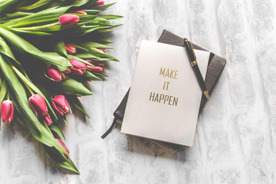 Make it happen, book with roses
