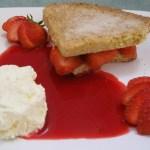 Orange shortbread with strawberries