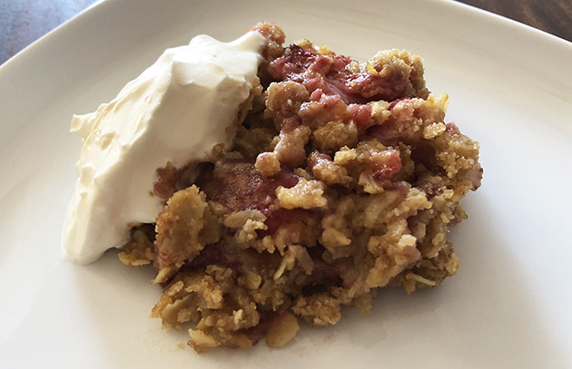 Strawberry crumble crisp