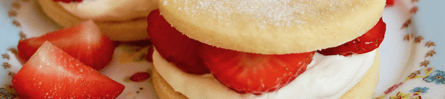 Strawberries and cream shortbread sandwiches