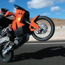 冒険心が加速する!旅専用バイク「アドベンチャーバイク」!