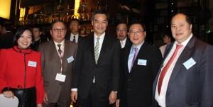 經民聯成員與行政長官梁振英在酒會上共賀新禧。