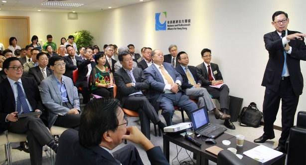 陳德霖就香港金融體系的變遷和時局作深入講解。