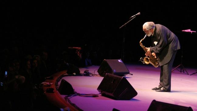 Tenorsaxophon-Legende Sonny Rollins am 8. November 2009 beim Salzburger Jazzherbst. | Bildquelle: Bayerisches Jazzinstitut, Sammlung Christian Wurm