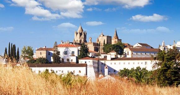 Evora Cathedral, Migel, Shutterstock