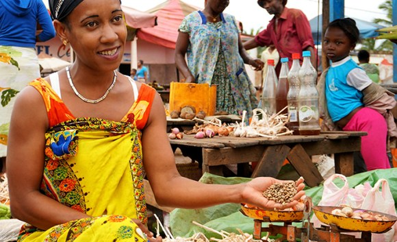 Coffee market Anivorano Nord Madagascar by Nicole Motteux