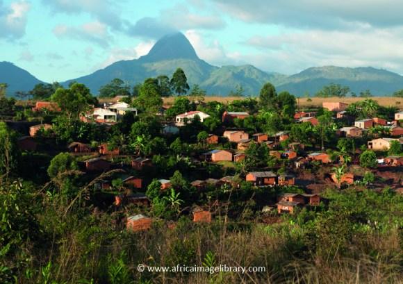 Highland town of Gurué, Mozambique by Ariadne Van Zandbergen, www.africaimagelibrary.com