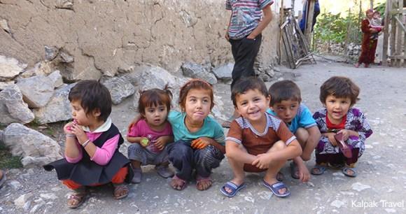 Children in Podrud village, Tajikistan by Kalpak Travel
