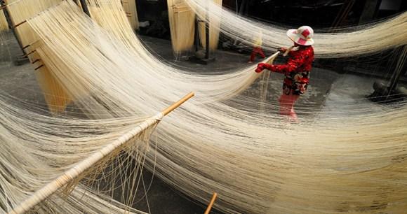 Drying noodles Taiwan liou sojan Shutterstock