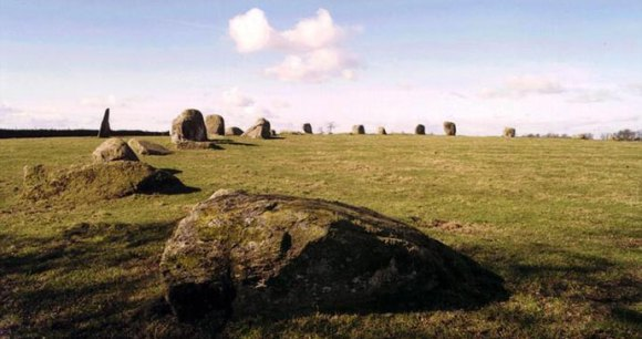 Long Meg and her Daughters stone circle Cumbria UK by Tumulus, Wikimedia Commons