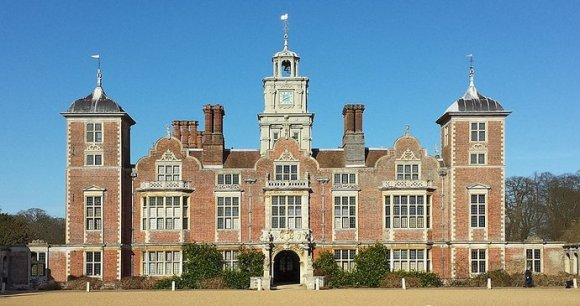 Blickling Hall Norfolk England UK by DeFacto, Wikimedia Commons