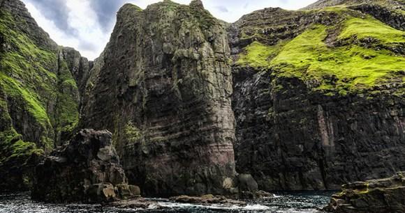 Vestmana bird cliffs, Faroe Islands by Eydfinnur, Shutterstock