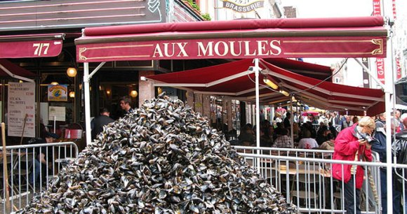 Aux Moules Lille France by Wikimedia Commons