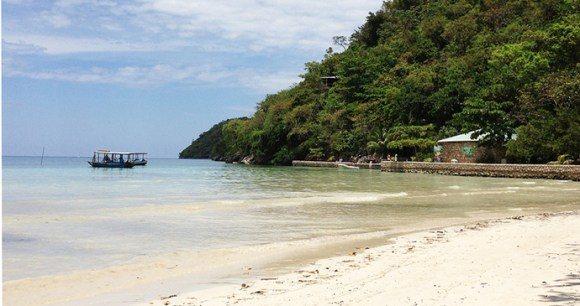 Boats, Paradise Beach, Haiti by Andrew Wiseman, Wikipedia