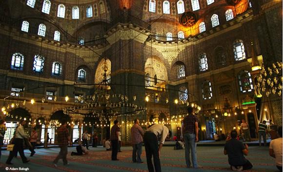 Yeni Camii mosque, Istanbul, Turkey © Adam Balogh
