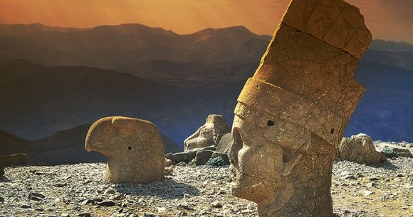 Ancient statues atop Mount Nemrut © Pecold, Shutterstock