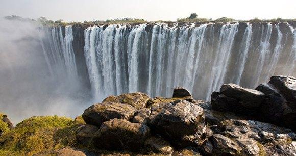Victoria Falls © Pal Teravagimov/ Shutterstock