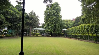 Acharya Narendra dev college image photo front lawn park garden pics photo picture