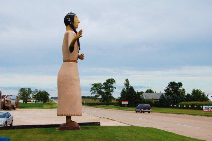 Pocanhontas statue 2