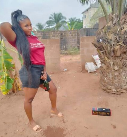Nigerian Lady Seen Brushing Her Teeth With A Bottle Of N28k Remy Martin VSOP To Mark 2021