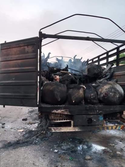 Youths Burn Cattle-Laden Truck For Killing A Boy In Oyo