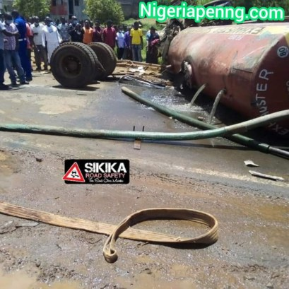Truck Crushes A Lorry And Many People To Dead As Brake Fails